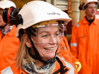 The NPD's Director general Ingrid Sølvberg visits Johan Sverdrup (photo: NPD/Jon Ingemundsen)