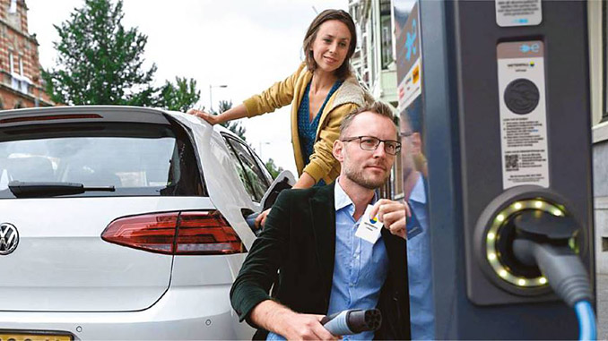 Some 80 public charging stations owned by a number of Dutch municipalities have now been equipped with innovative software that controls the charging speed for electric vehicles according to the supply of electricity