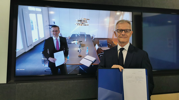 Christian Rychly (at left, on screen), Managing Director of MPC Capital – in Hamburg, and Carl Schou, CEO & President of Wilhelmsen Ship Management – in Singapore, taken during an online signing ceremony to formalise the partnership (photo: Wilhelmsen Ship Management)