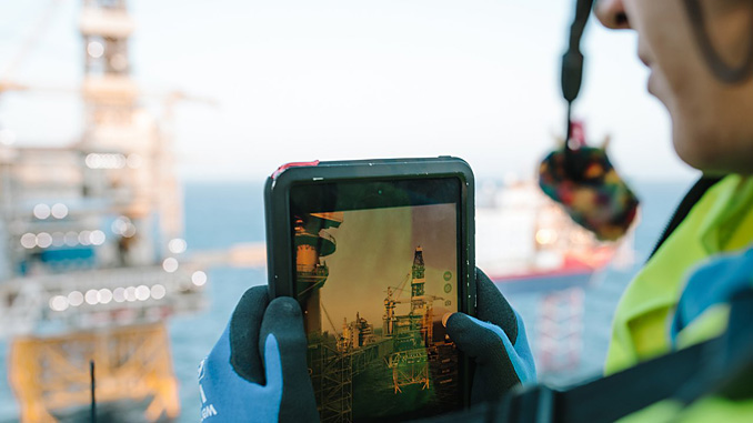 Johan Sverdrup operators use tablets in their daily work and the digital twin, which is a virtual copy of the platform