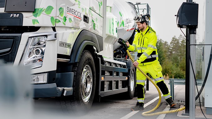 The live test collaboration between Volvo Trucks and Swerock will feature two fully electric construction trucks: a Volvo FM and a Volvo FMX