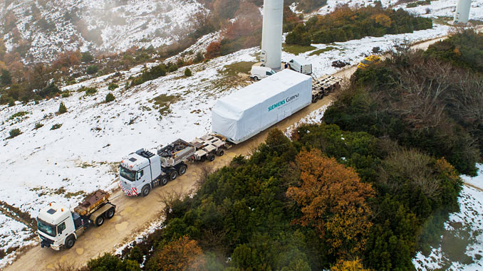Transporting the nacelle for the Siemens Gamesa 5.X prototype in Alaiz, Spain