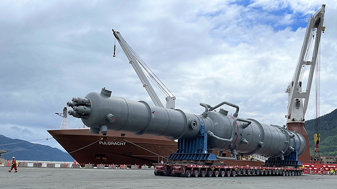 Offload and transport of equipment on site at LNG Canada