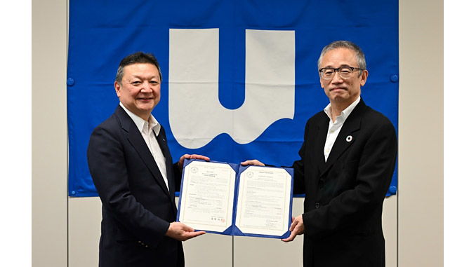 Presentation of the verification statement to NSU by ClassNK; from left, Toru Fujita, Director/Executive Officer, NSU, and Hirofumi Takano, Executive Vice President, ClassNK