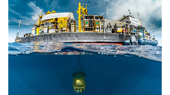 The 'Gombessa 6' saturation barge and the submerged turret (photo: Jordi Chias Gombessa Expéditions)