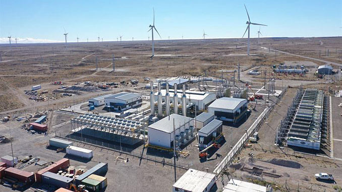 The Central Térmica Manantiales Behr plant in Argentina operates on flexible Wärtsilä 31SG engines fuelled by associated gas and integrates with power from YPF Luz's wind farm in hybrid mode