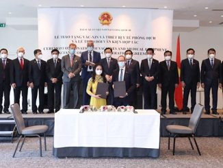 Nguyen Thi Thanh Binh, Deputy General Director of T&T Group and Martin Neubert, COO & Deputy Group CEO of Ørsted, signed the MoU on strategic collaboration on offshore wind in Vietnam