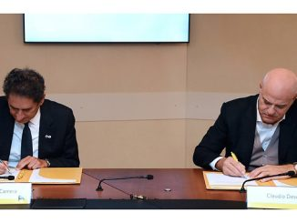 IRENA's General Director, Francesco La Camera, and Eni's Chief Executive Officer, Claudio Descalzi, sign the partnership agreement