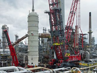 The FOCUS30 lifts the new vessel into position on site