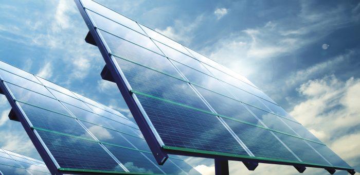 Prodhimi i energjisë drejt burimeve diellore