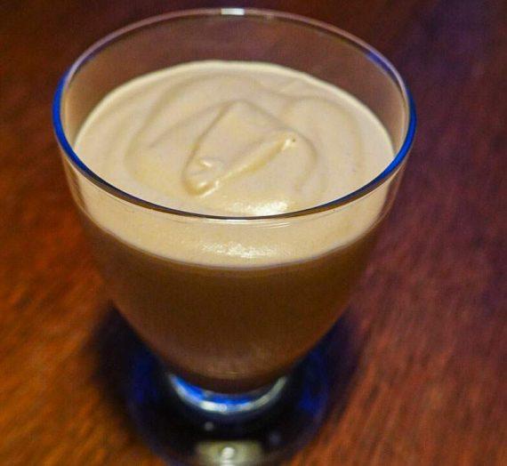 Mjölkchokladmousse med Amarulla