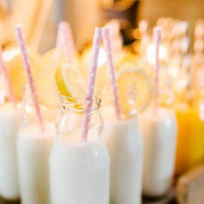 glazen melkflesjes huren bruiloft schroefdop drankdispenser tab