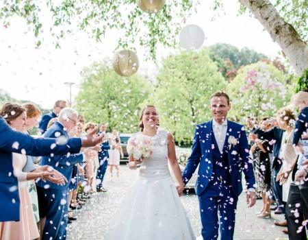 rozenblaadjes strooien bruiloft