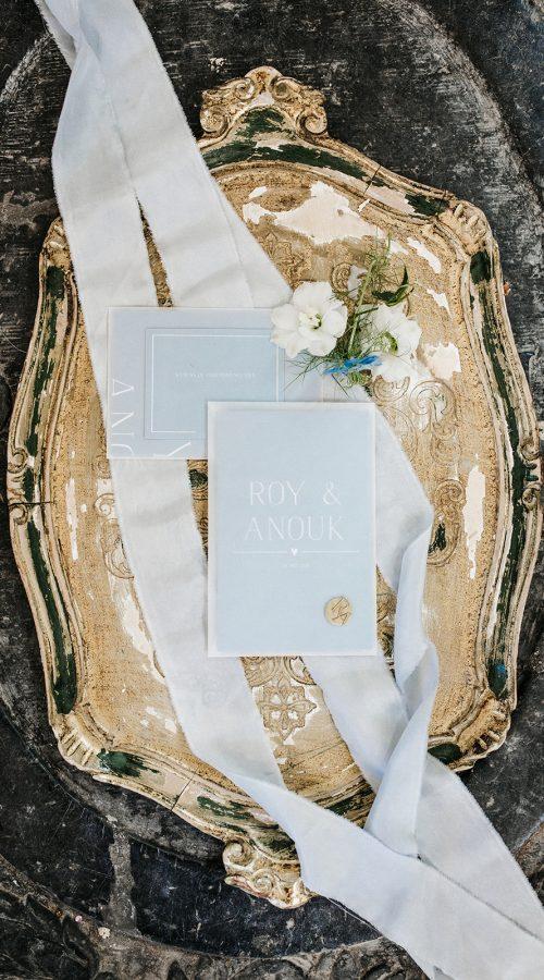 stationery bruiloft babyblue dustyblue trouwhuisstijl m&m smarties wedding zijde lint