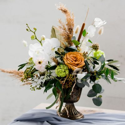 vaasje pot huren goud bruiloft bloemstuk vaas