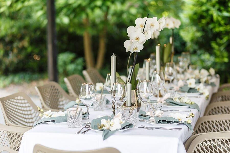 orchidee bruiloft orchideeën orchids wedding servet olijfgroen huren bruiloftstyling felineweddings blush wedding dinersetting tablesetting
