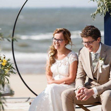 strandbruiloft trouwen wassenaar beachwedding styling bruiloft strand italie citroenen olijf trouwpak trouwjurk zomerbruiloft