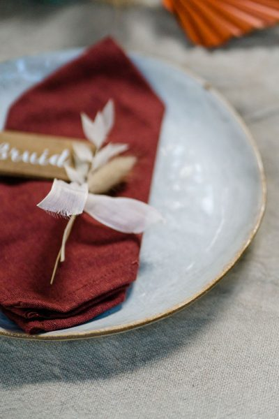 roze linnen servet tafelaankleding kerst donkerrood huren bordeaux terracotta linnen napkin
