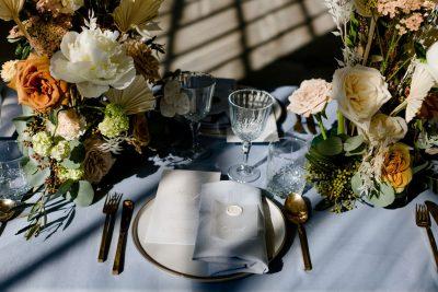 servet blauw linnen huren bruiloft katoen dustyblue grijsblauw feest tafelaankleding servetten decoratie huren pinterest bruiloft
