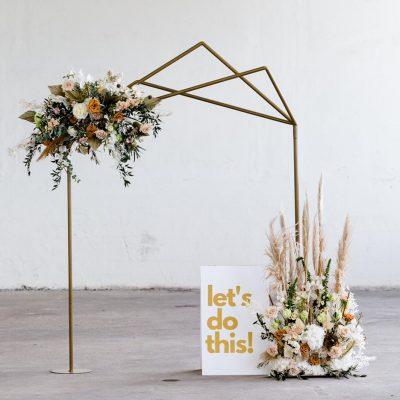 backdrop goud huren asymetrisch bogen bruiloft huren strakke lijnen