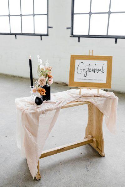 tekentafel eikenhout bruiloft inklapbaar ceremonieseting stoel huren zwart bruiloft tafeltje bijzettafel