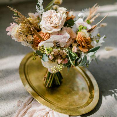dienblad goud huren bruiloft vintage foto props fotostyling fineart fotografie rentals styled shoot