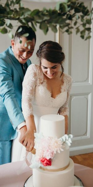 trouwen in het spaanse hof den haag styling feline styling romantische bruiloft bruidstaart aansbijden