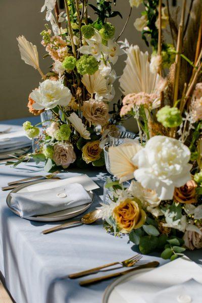 diner pakket styling decoratie tafel bruiloft aankleding lichtblauw dusty blue something blue huren