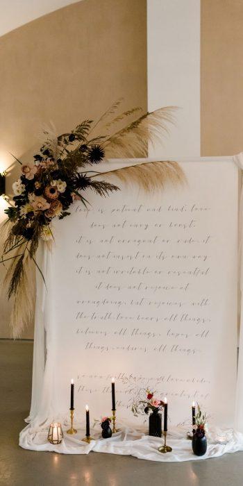 statement backdrop aankleding diner decoratie huren bruiloft
