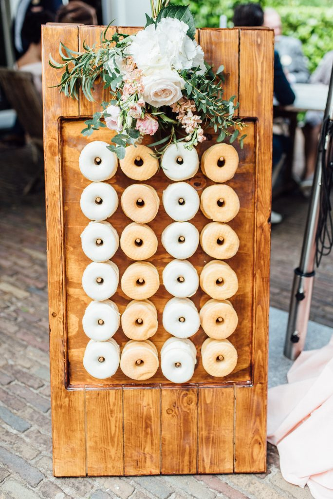 donutwall donutbord bruiloft