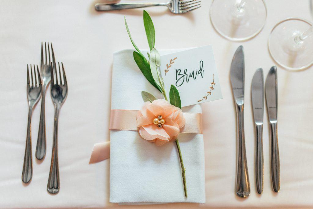 tafelstyling diner romantisch witte servet