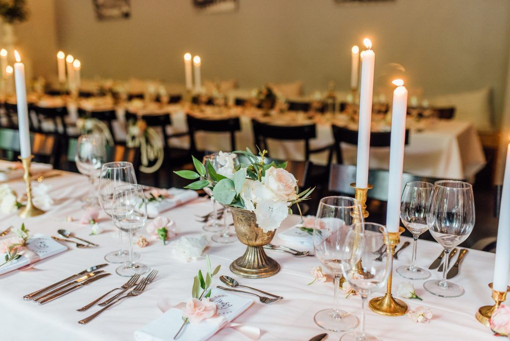 tafelstyling decoratie roze romantisch