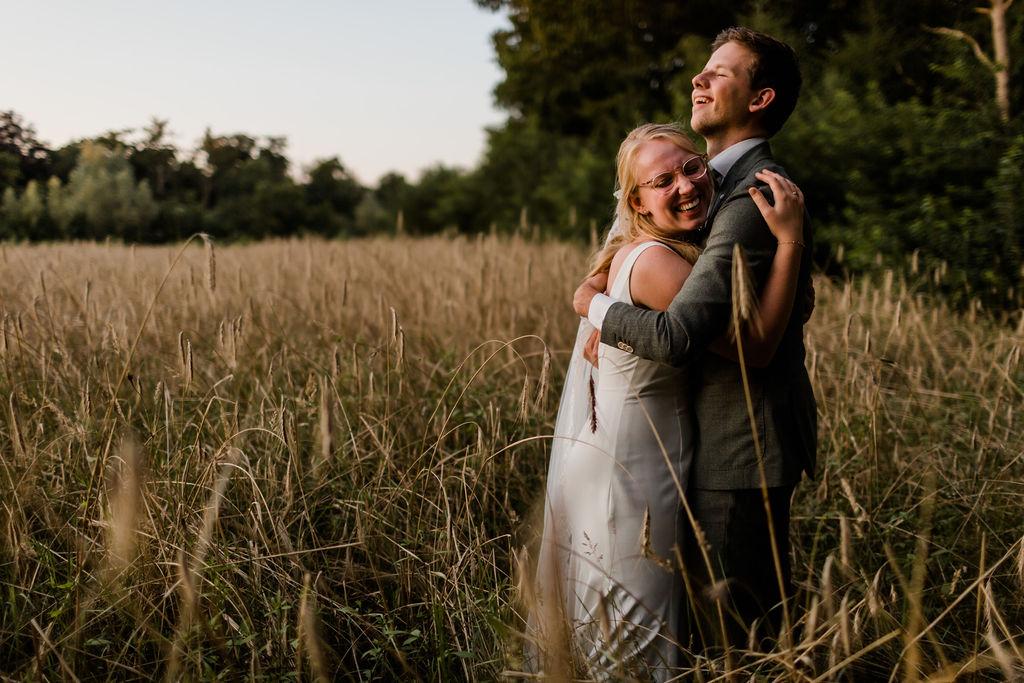 trouwfotos maken op de hei heide bruiloft bruid