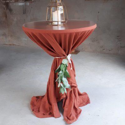linnen statafelrok statafelhoes terracotta dusty orange donkeroranje statafelaankleding cocktailtafel tafelkleed
