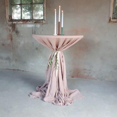 statafel hoes statafelkleed cover linnen oud roze dusty pink zacht roze cocktail tafelkleed groot rond