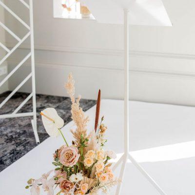 lessenaar wit metaal elegant katheder staal bruiloft huren