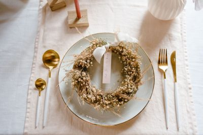 bestek goud wit modern strak huren bruiloft diner aankleding decoratie couvert
