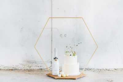 plateau 6 hoek modern taart bruidstaart goud hexagon backdrop