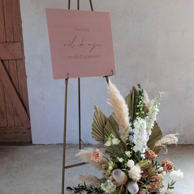 schildersezel metaal goud driepoot welkomsbord standaard bruiloft huren