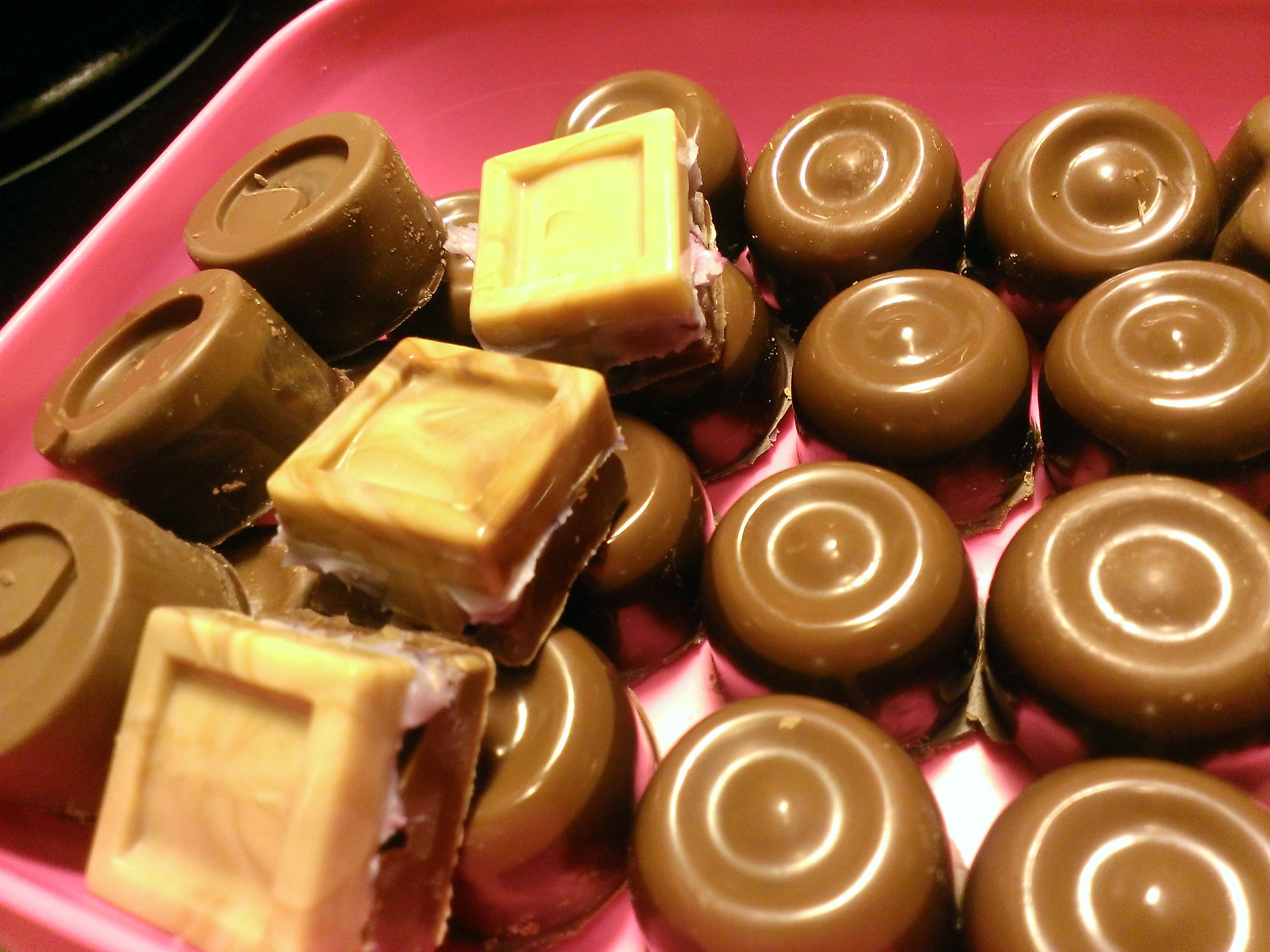 Enkla tvåfärgade chokladpraliner