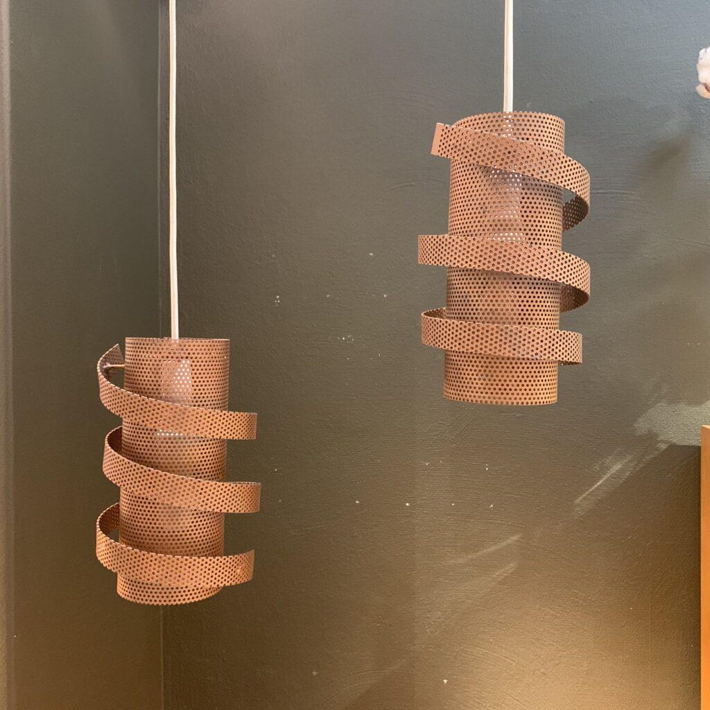 Paret taklampor i perforerad koppar, 1900-talets andra hälft