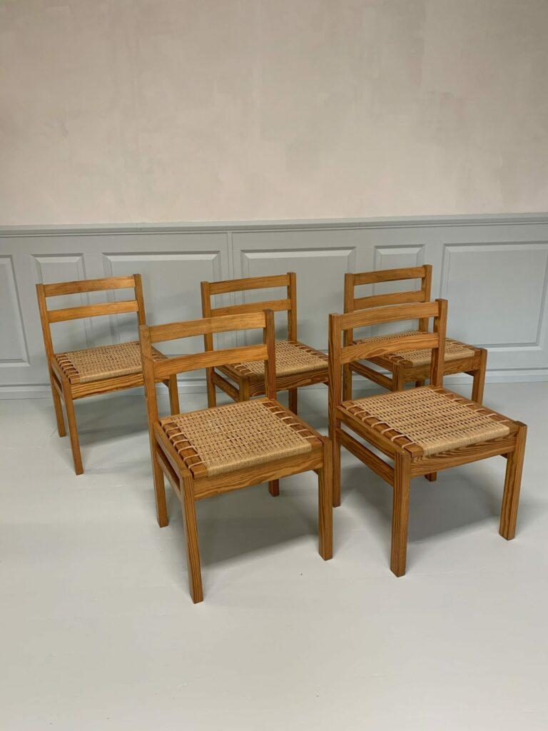 Fem stolar i furu med flätade sitsar, Danmark, 1900-talets andra hälft