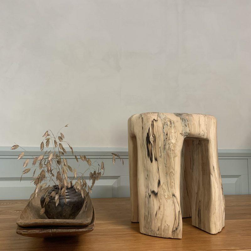 Handtillverkad pall/ sidobord av björk från Öland