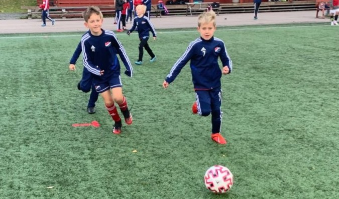 Bilde av ivrige fotballspillere i Hasle-Løren.