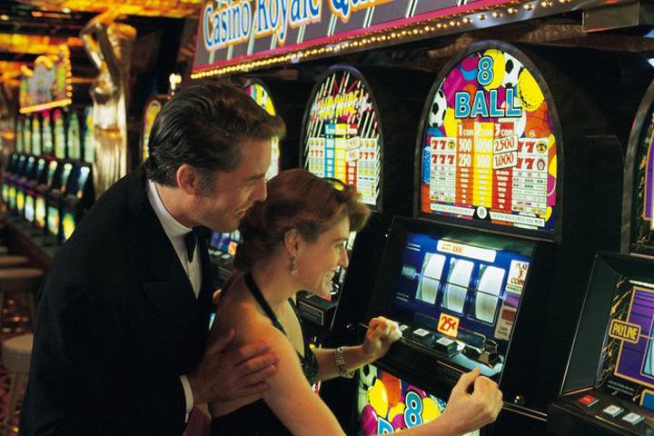 Parier sur une machine à sous pour de vrai dans un casino