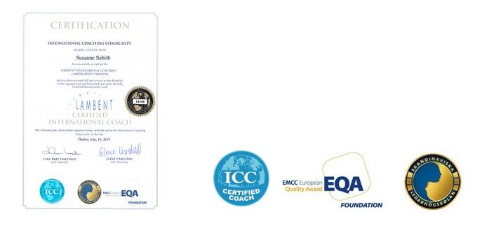 Illustration som visar Susanne Sabiths intyg om certifikation och logotyper för ICC certifierad coach, EQA och Skandinaviska ledarhögskolan.