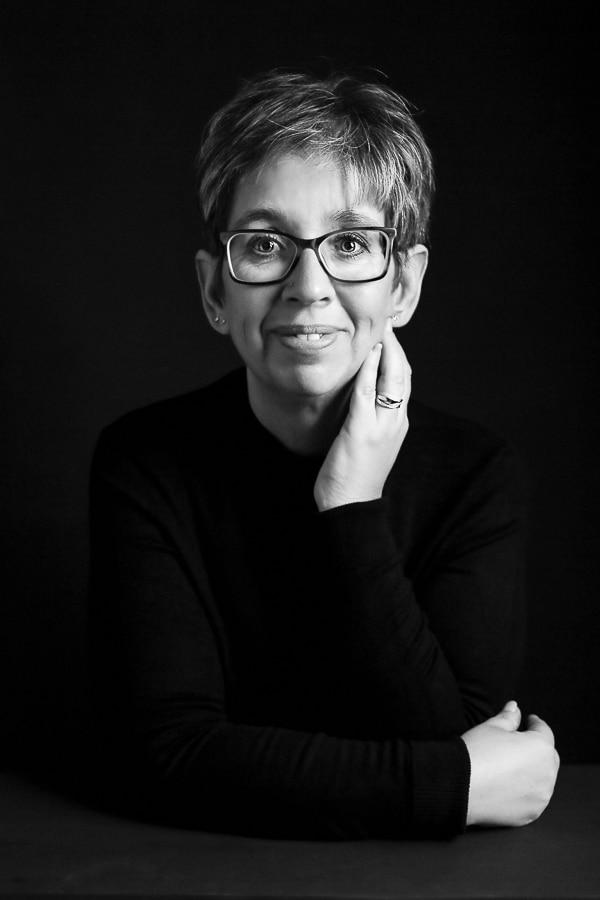 FREJA HOUSE PHOTOGRAPHY porträtt kvinna svartvit