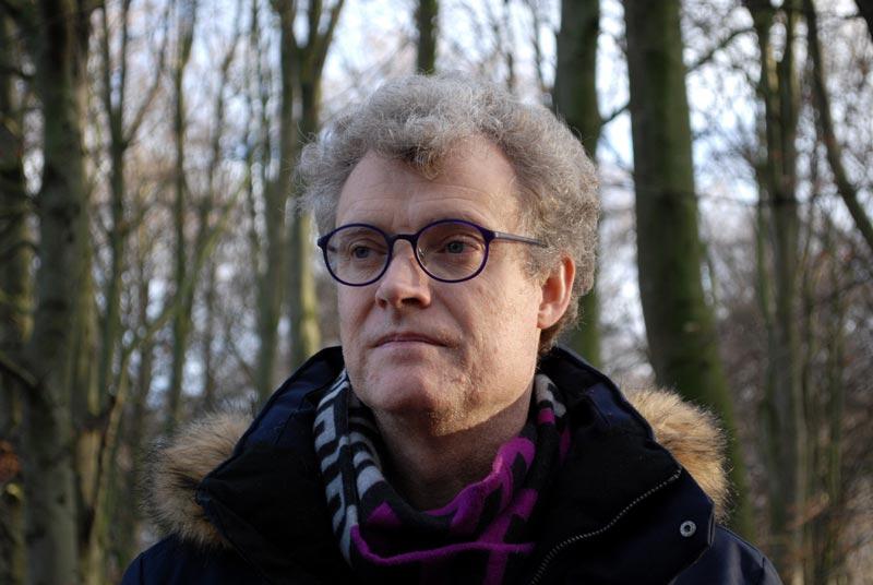 bild: Porträtt av Anders Melin, i fonden en naken vinterskog
