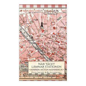 """Bild: Omslag till Pelle Jagebys och Bo Scharpings """"När tåget lämnar stationen"""", en karta över Europa i rosa ton på en rödvitrutig duk."""