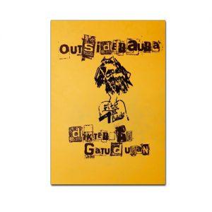 BILD: Omslag till Gatuduvans 'Outsideraura'. Det är gult och titeln och texten är tryckt som urklippta tidningsbokstäver. I mitten ett självporträtt av Gatuduvan